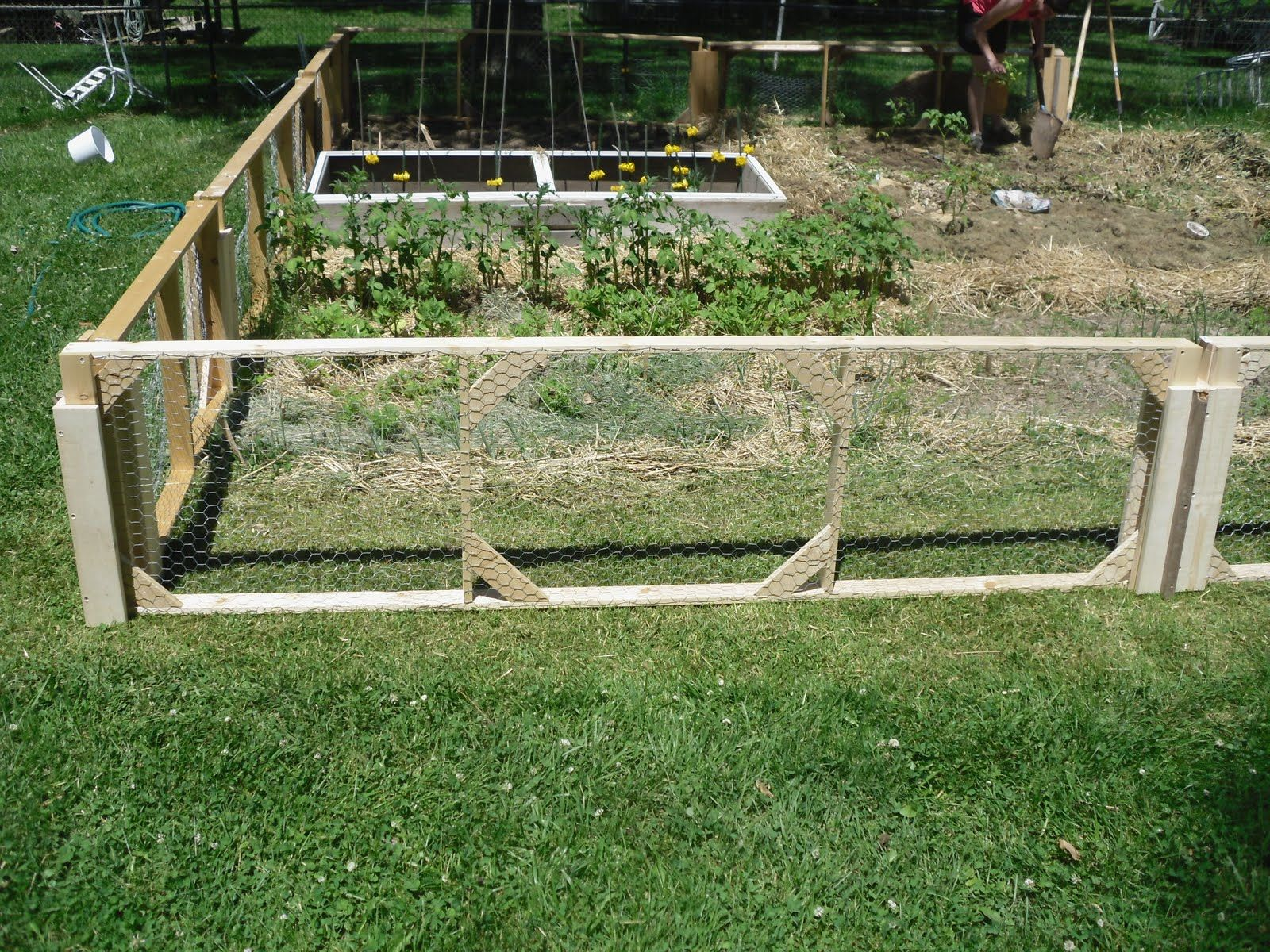 Vegetable garden deer fence ideas - Easy Garden Fence Ideas Fowler Woodworking Modular Garden Fence