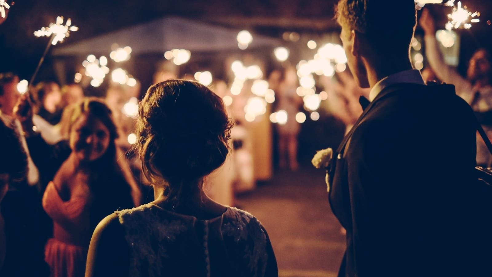 ما تفسير الحلم بالزواج أو الطلاق في المنام Wedding Songs Wedding Humor Professional Wedding Photographer