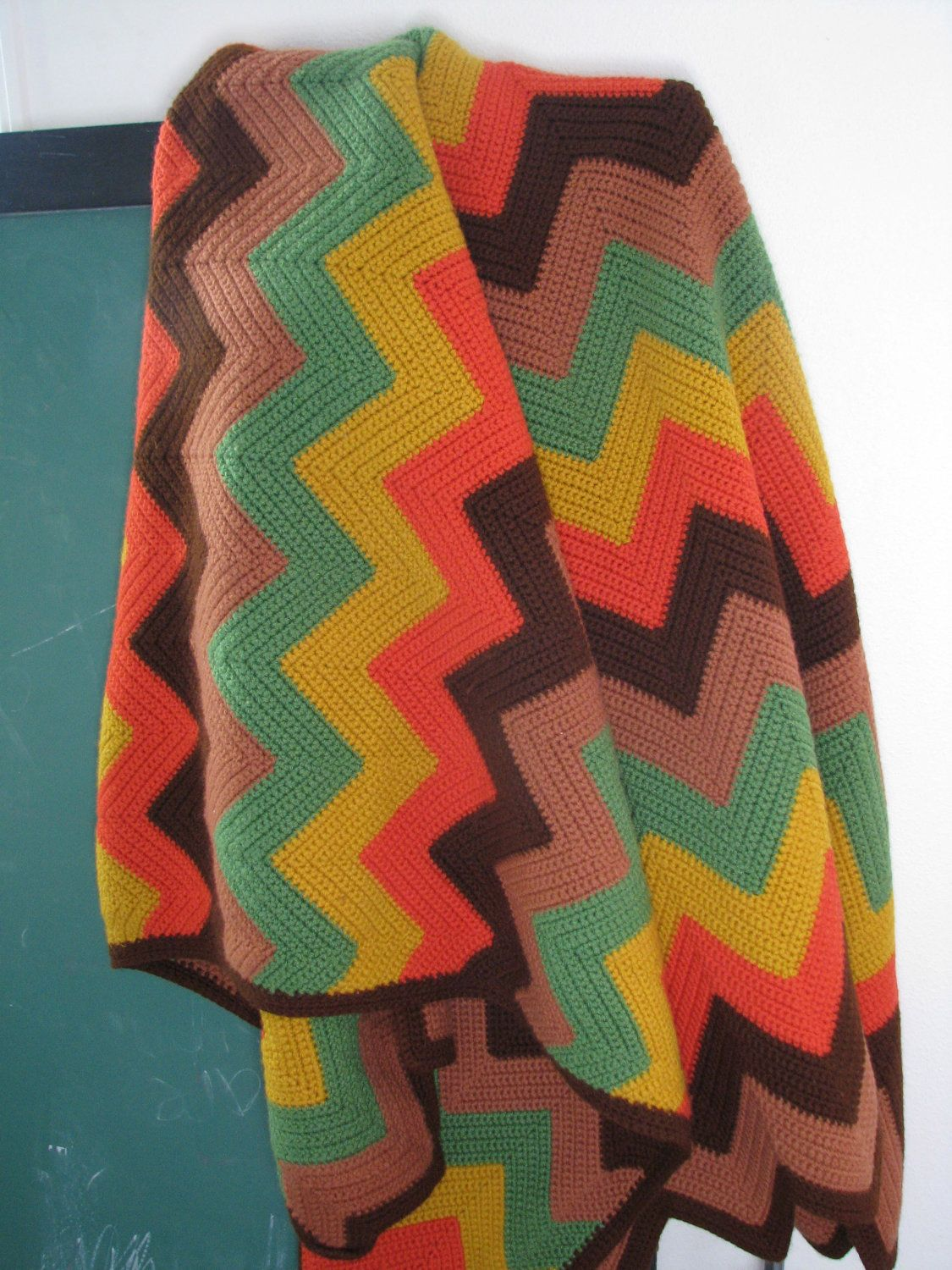 Chevron Vintage Crochet Blanket - i absolutely love these colors ...