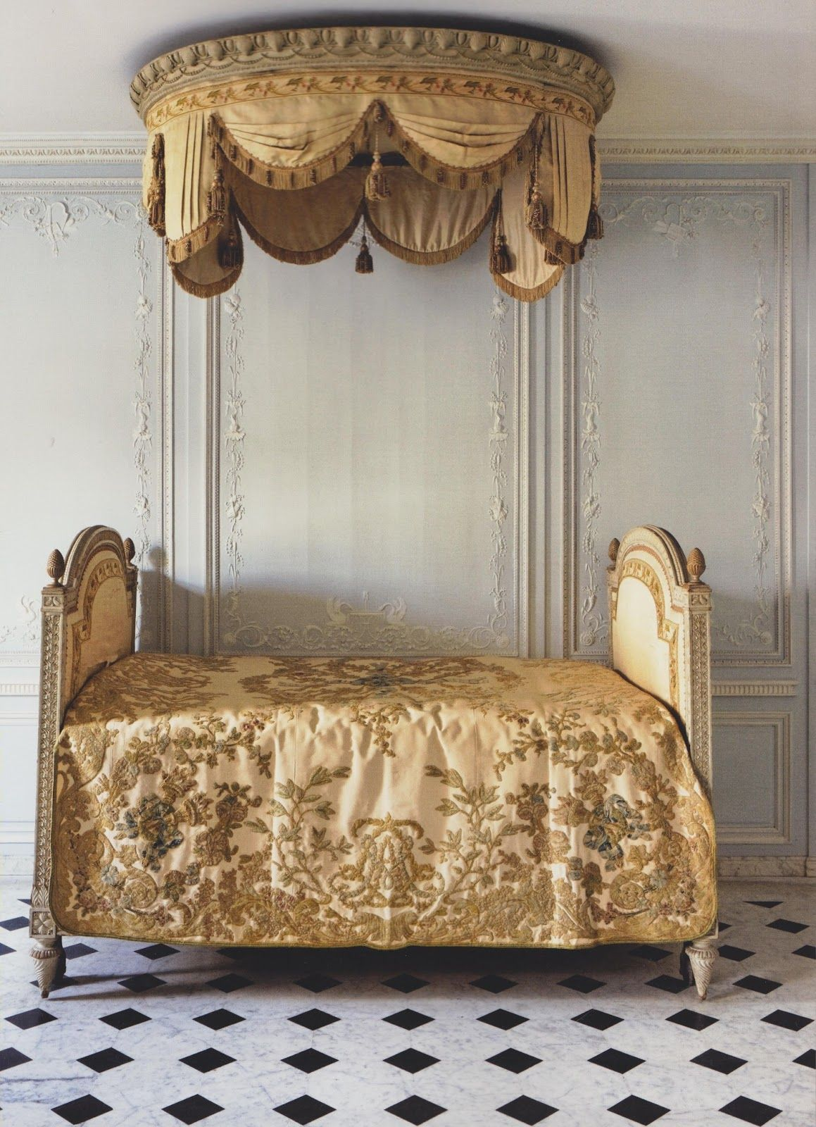 Shabby Castle Chic Rich And Gorgeous Home Decor Informal Bed For Bathroom Suite Of Louis Xvi 1785 Versailles