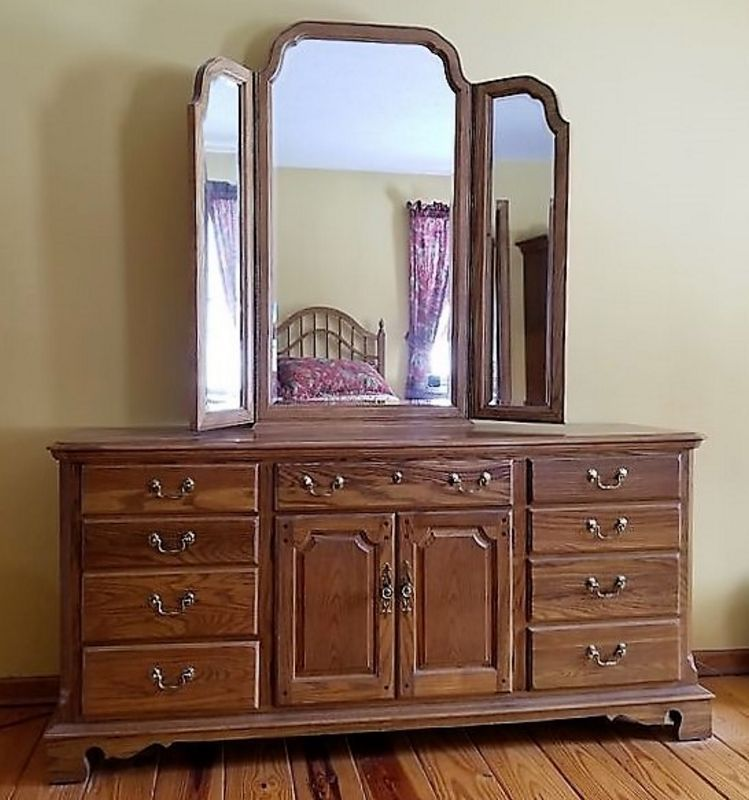 Thomasville Dresser With Attached Mirror And Set Wheels New In Package Has