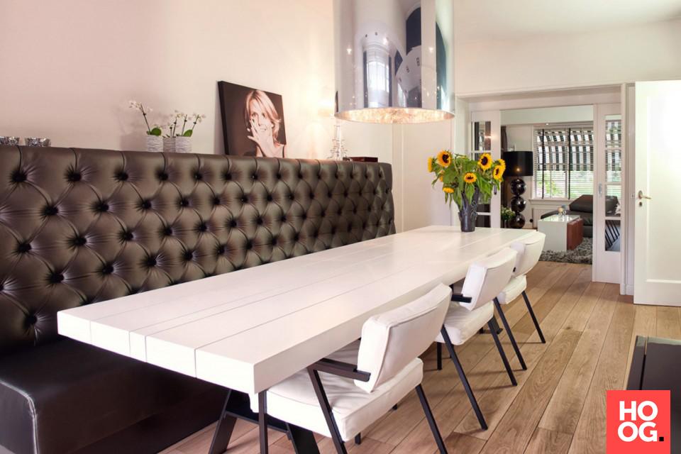 Eettafel met design verlichting en luxe loungebank eetkamer design ...