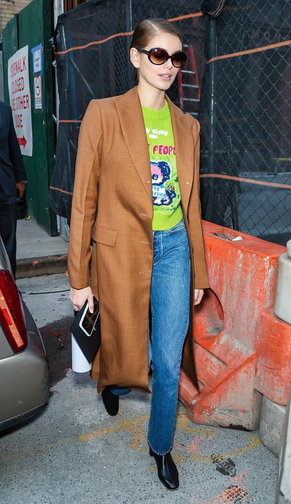 Photo of 7 Pairs Of '90s-Inspired Sunglasses In Kaia Gerber's Vast Collection