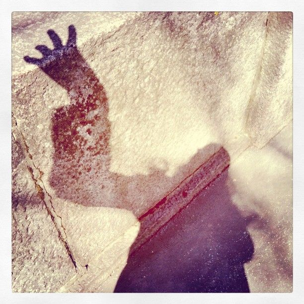 #Nosferatu #varjoni #satuylävaara #hirviö #mutanttikäsi #Shadowselfie #gothic #stonefence #Kaisaniemenpuisto #photographedtoday 9.5.2015