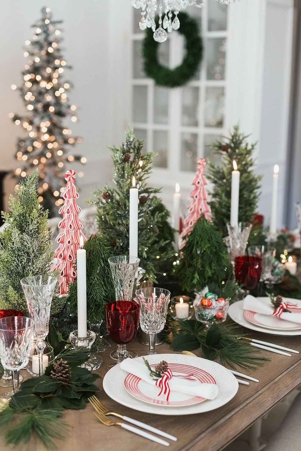 Christmas Table Setting With A Peppermint Tables Cape Theme Holidaytablescapes Tablesc Christmas Table Centerpieces Christmas Table Settings Christmas Table