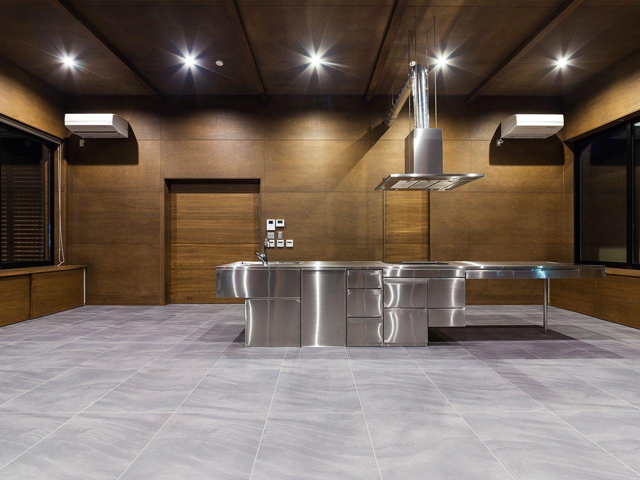 天井と壁はシナベニヤos塗装 ダークブラウン 仕上げ Basement Conference Room Home Decor