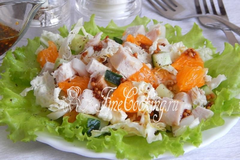 Салат с курицей и мандаринами http://finecooking.ru/recipe/salat-s-kuricej-i-mandarinami