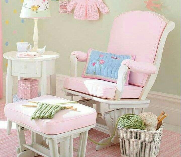 Sillones habitacion bebe habitacin infantil en tonos crema silln lactancia dormitorio infantil - Sillones habitacion bebe ...