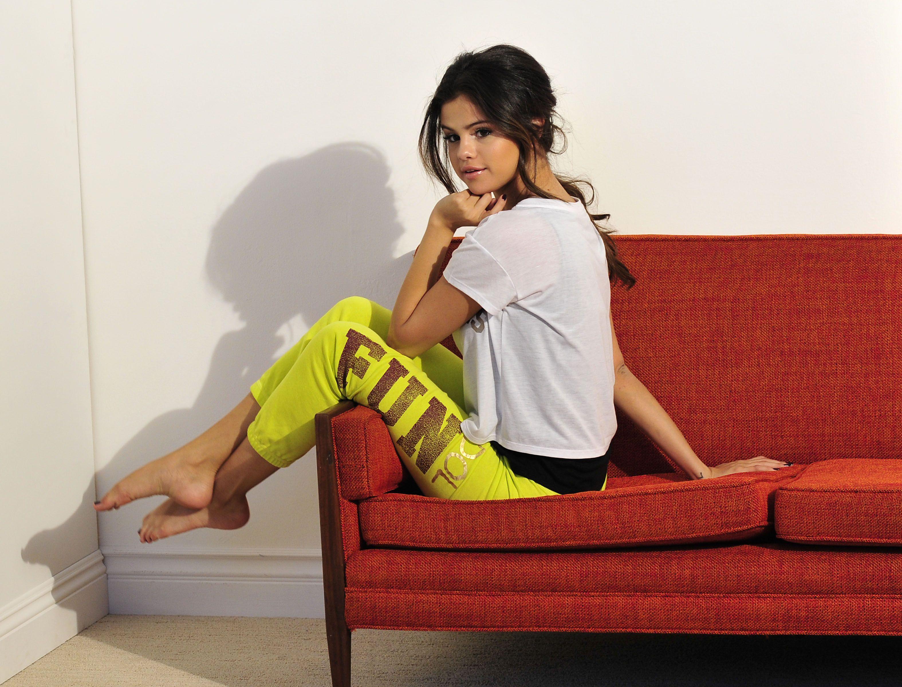 Pin De Nah Deh En Pieds Selena Gomez