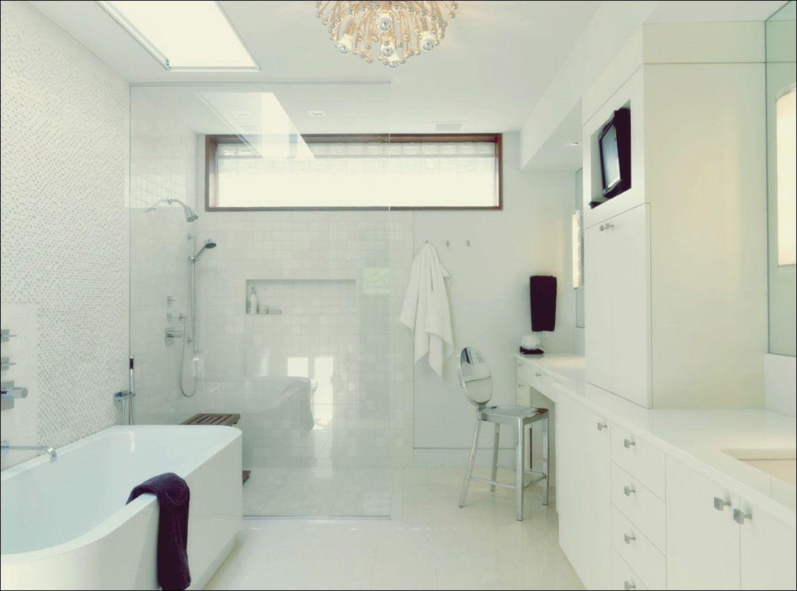 Das Fenster in der Dusche Dilemma im zeitgenössischen Haus   Bad ...