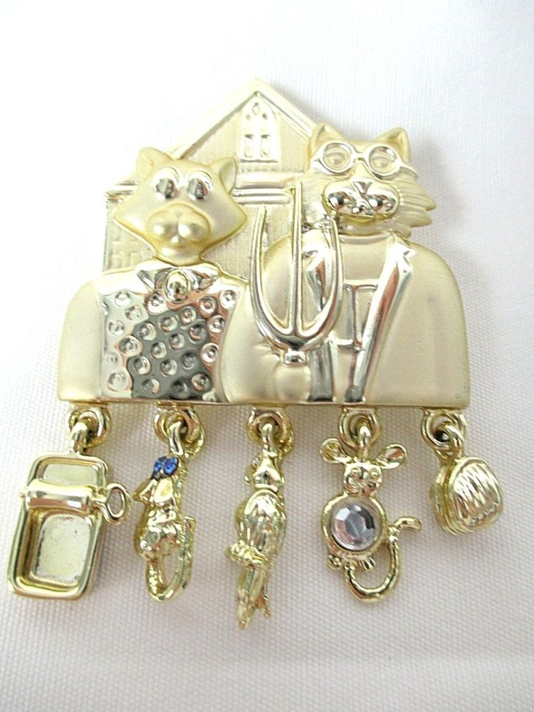 """""""AMERICAN GOTHIC"""" CAT BROOCH SHINY & BRUSH GOLD TONE w/DANGLE CHARMS by AJC -NEW #AJCAmericanJewelryCompany"""