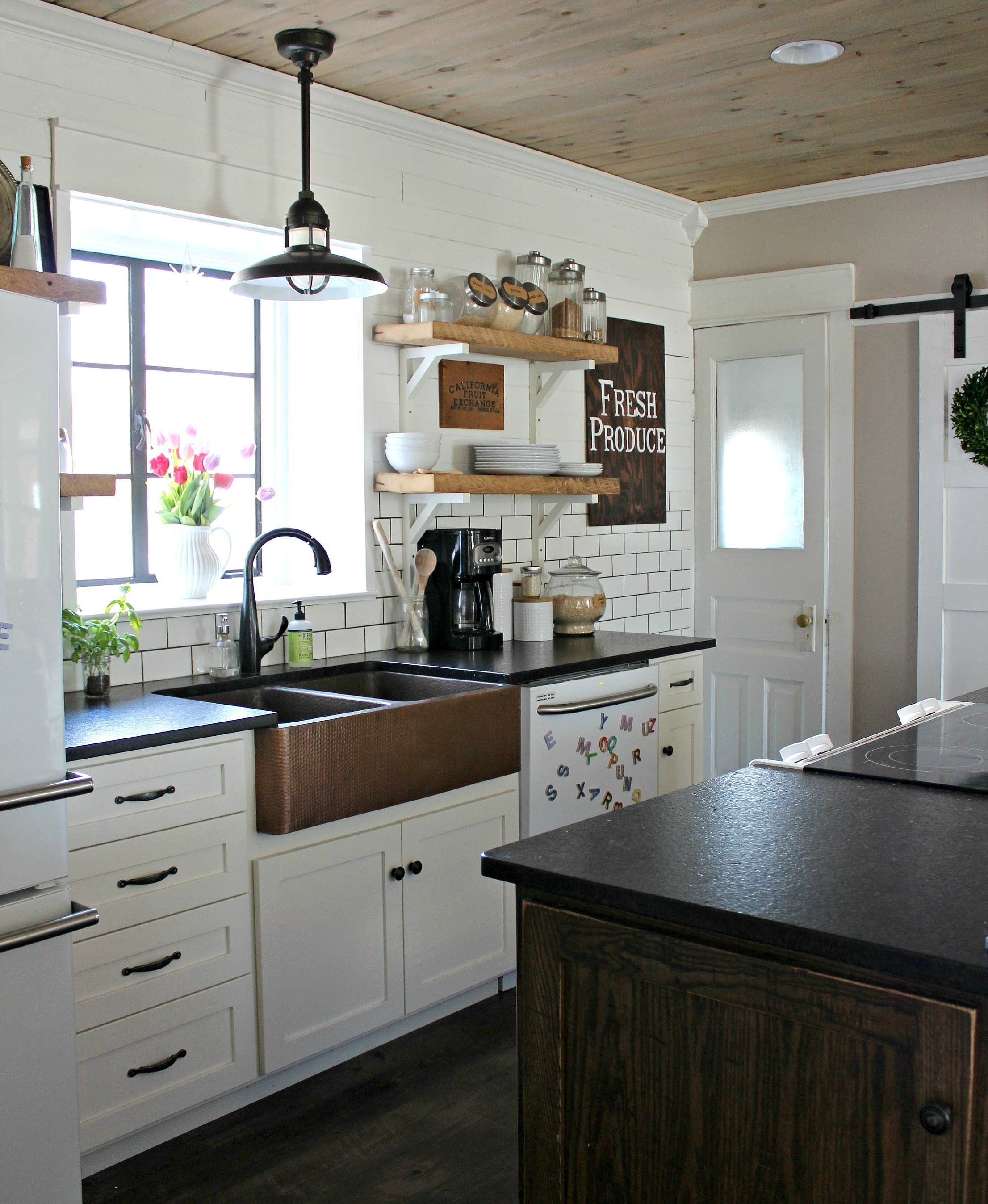 Before After A Dated Kitchen Gets A Delightful Farmhouse Style Look Farmhouse Kitchen Decor Home Decor Kitchen Kitchen Inspirations