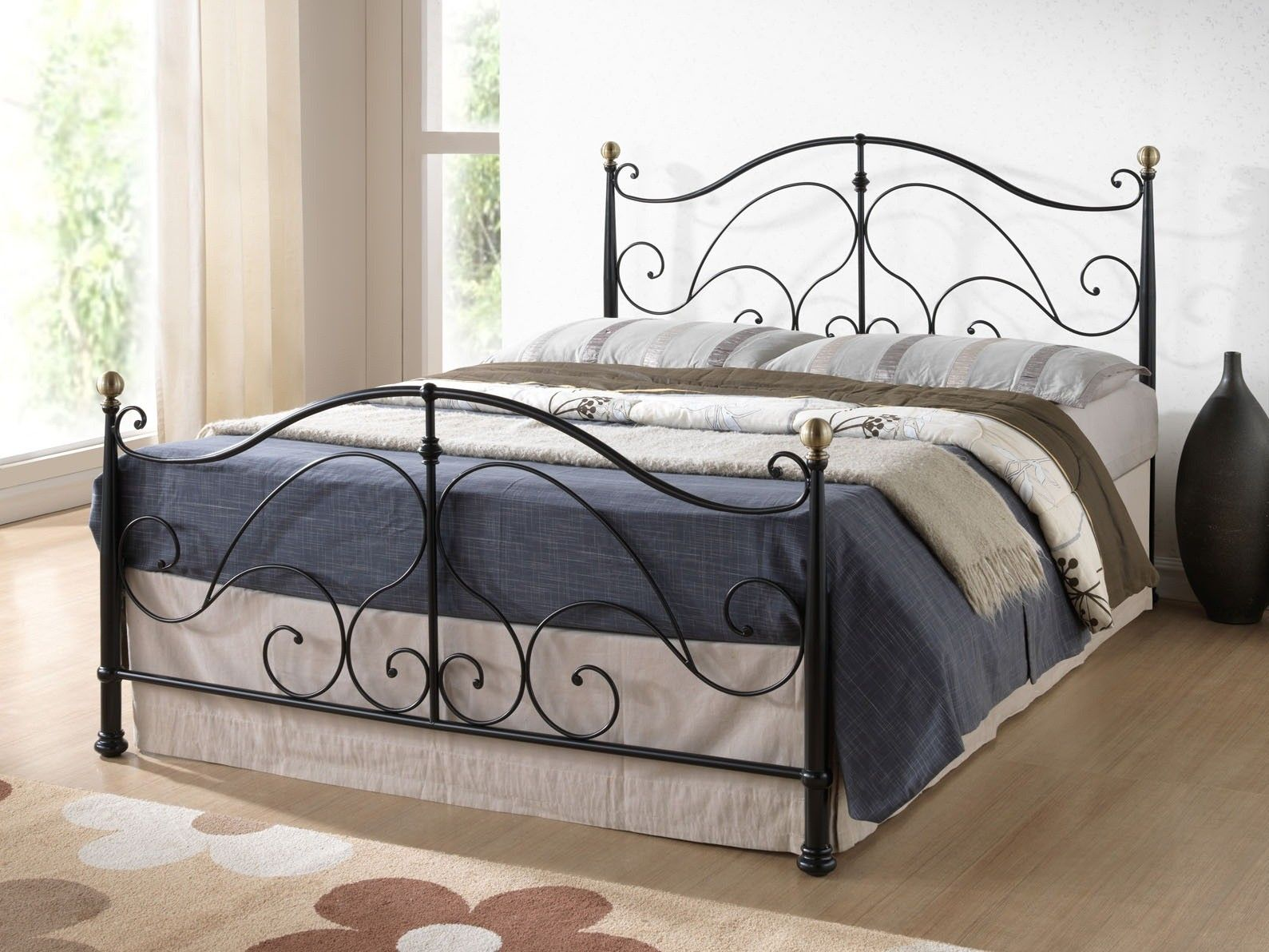This Bonsoni Ornated Double Milano Black Bed Frame 4ft6 is