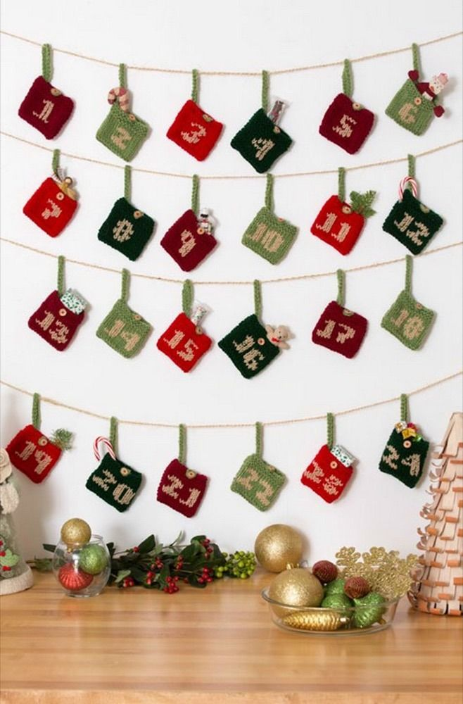 Advent Calendar Gift Pockets in Red Heart Super Saver Economy Solids ...