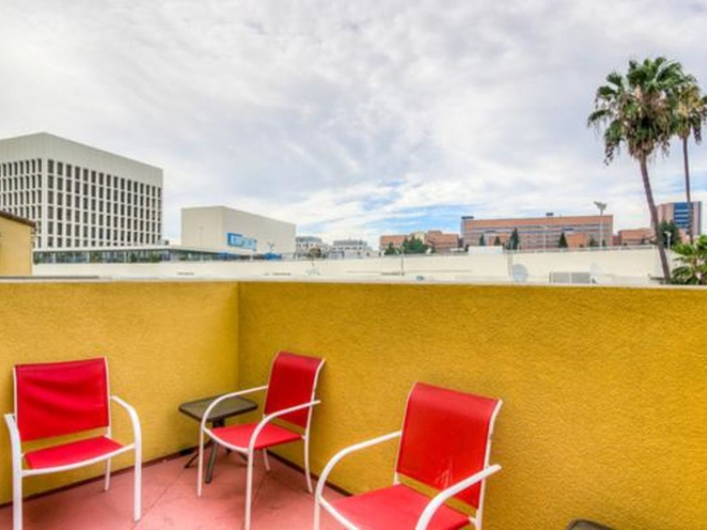 Glendon Westwood 4153 Vacation Rental In Los Angeles Redawning Indoor Spa Rental Property Rock Climbing Wall