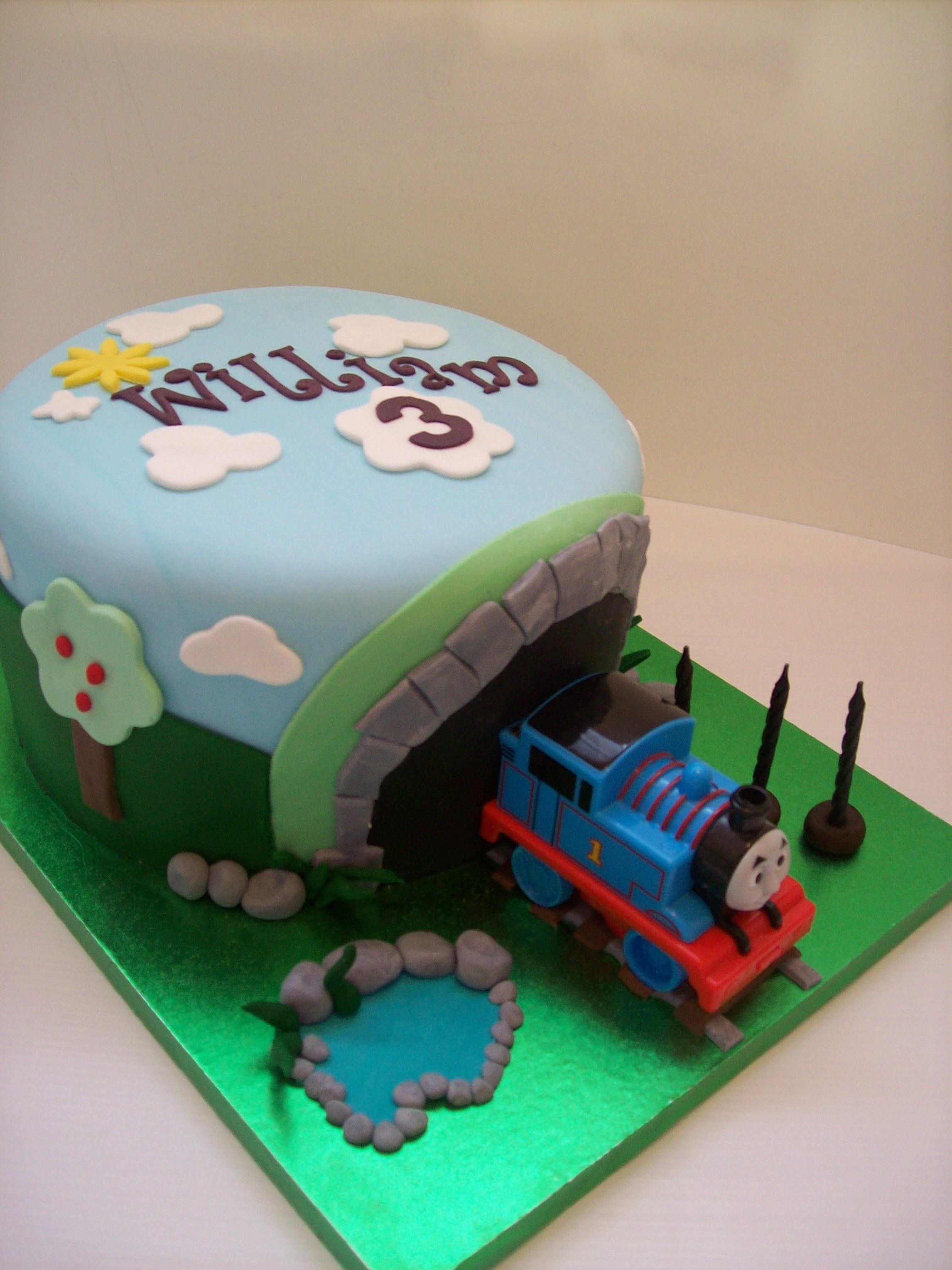 How to make a Thomas the Tank Engine birthday cake ...