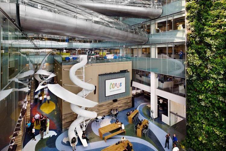 escalier toboggan d'intérieur pour les locaux des entreprises modernes et…