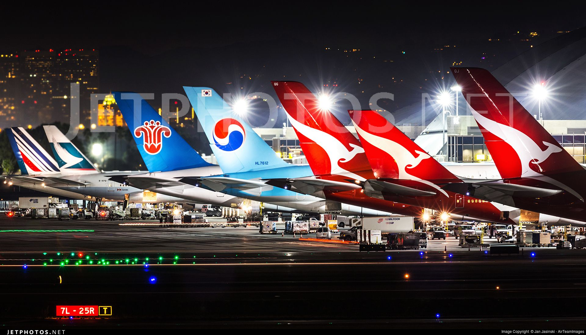 LAX International Tails Photo online, Photo, Great shots