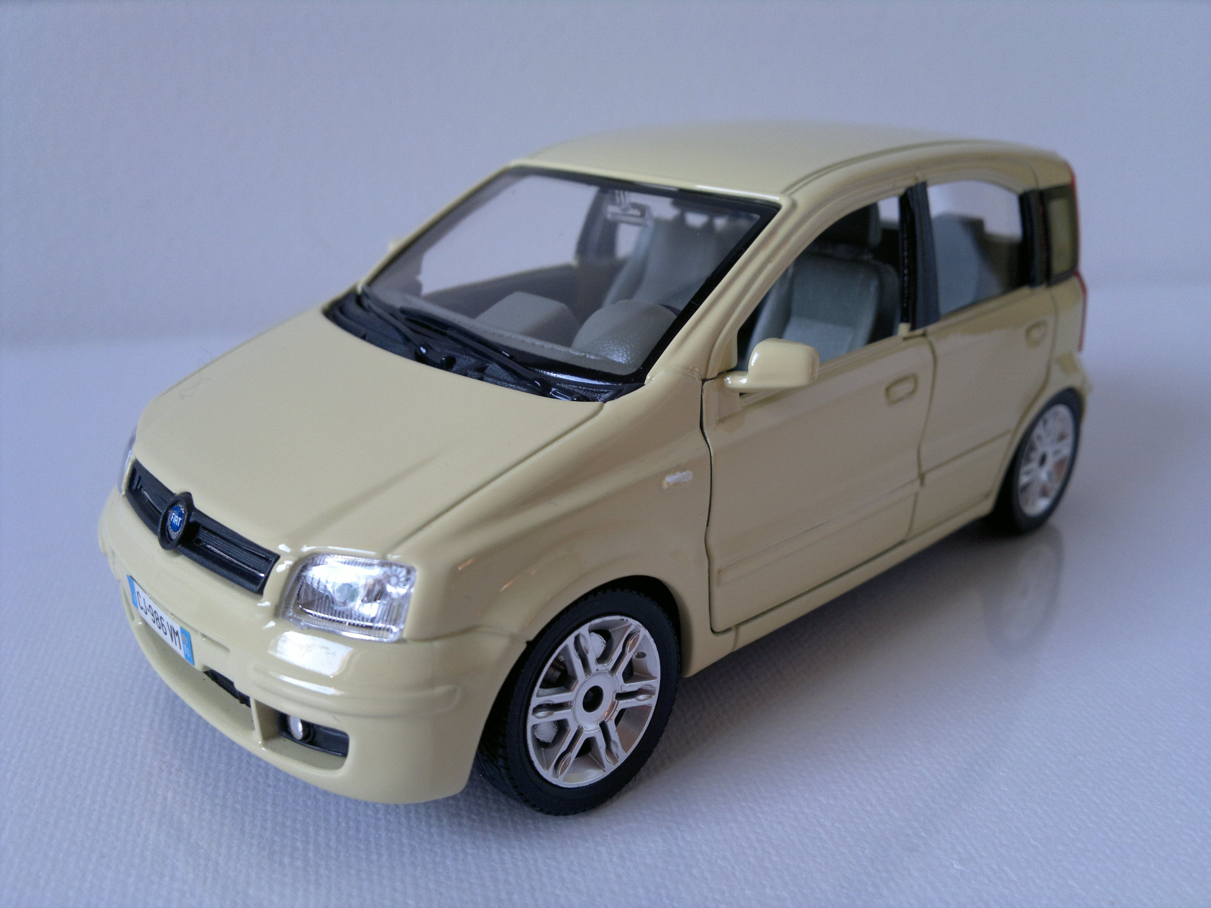 1 24 fiat panda burago 1 24 italian cars diecast. Black Bedroom Furniture Sets. Home Design Ideas