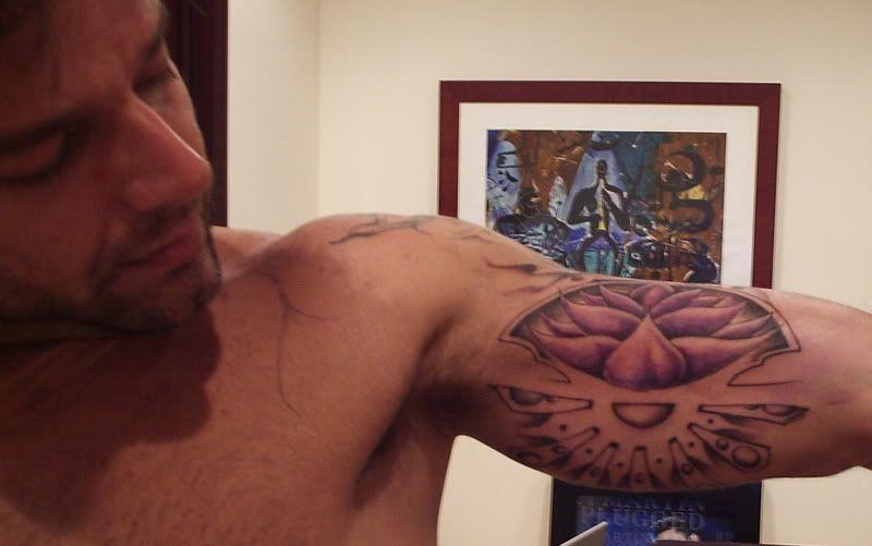 Resultado de imagen para tatuaje flor de loto ricky martin