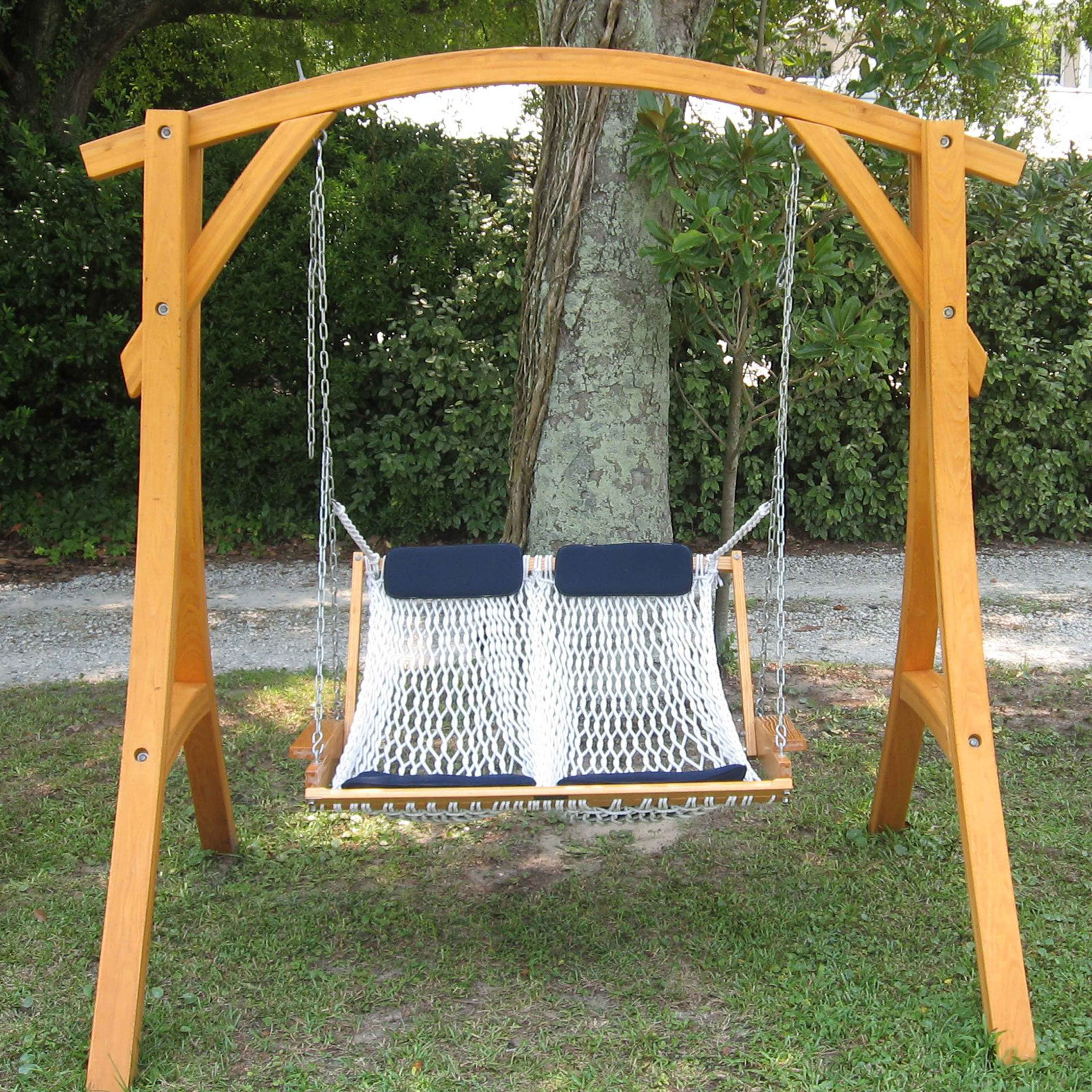 Swings of wood and penahand ari strong wood has a swing beds for