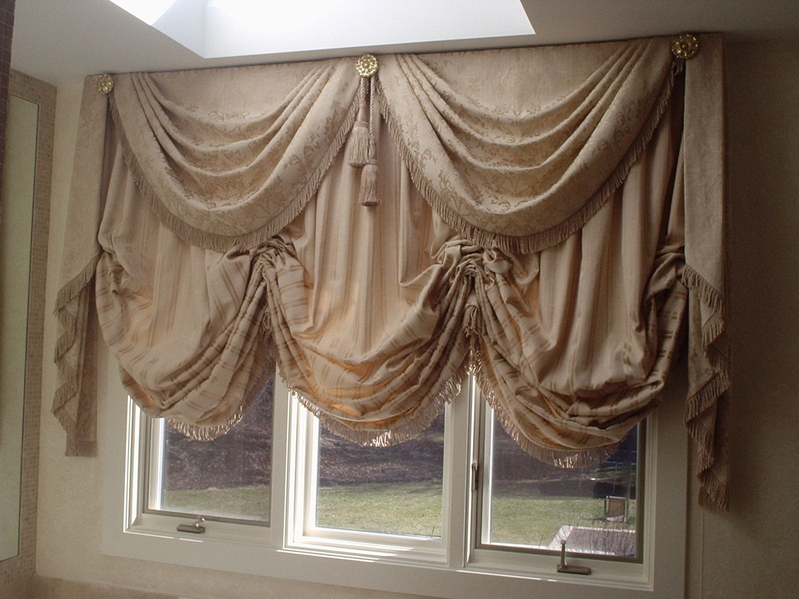 Operable Balloon Shade with Swag and Cascades | Sewing | Pinterest ...
