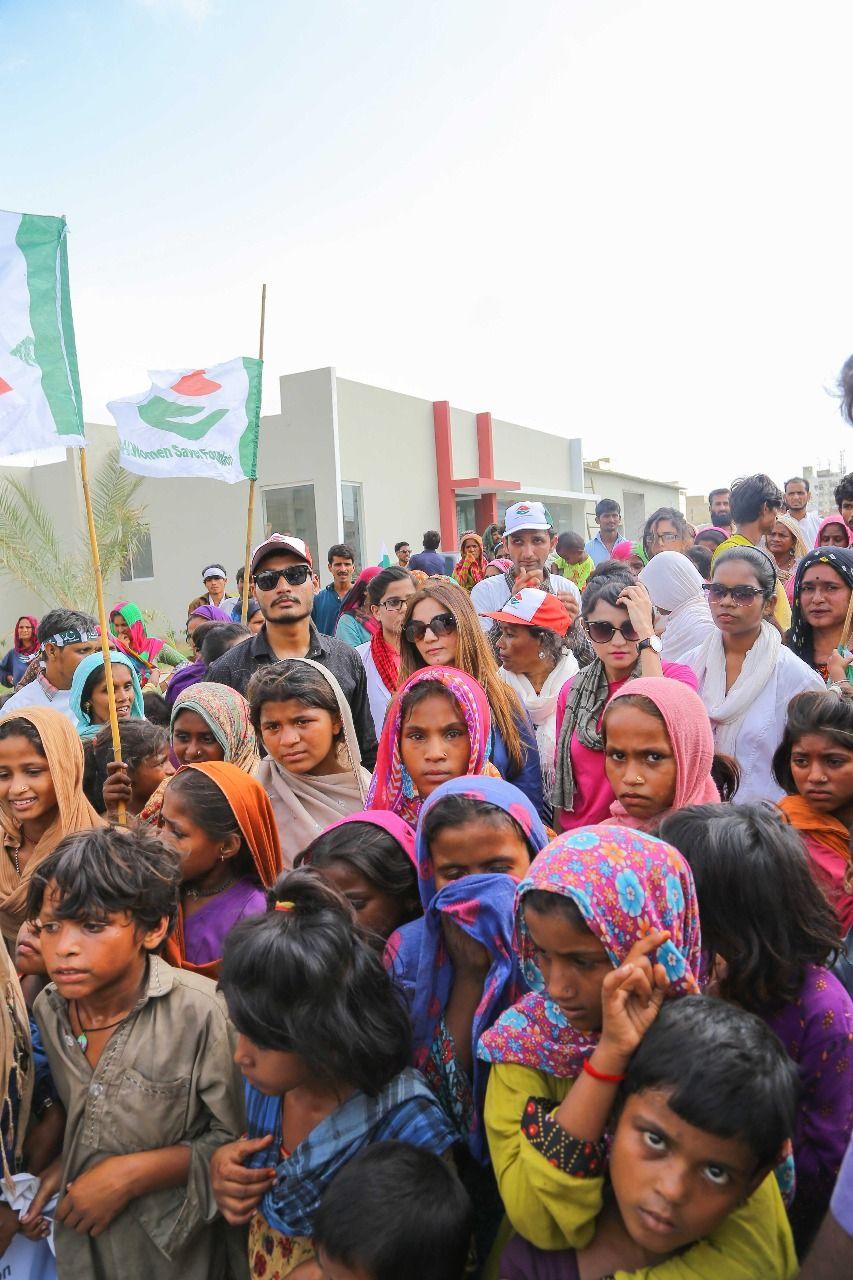 Zara Khan With Poor People In Karachi Pakistan Zara Poor People Karachi Pakistan