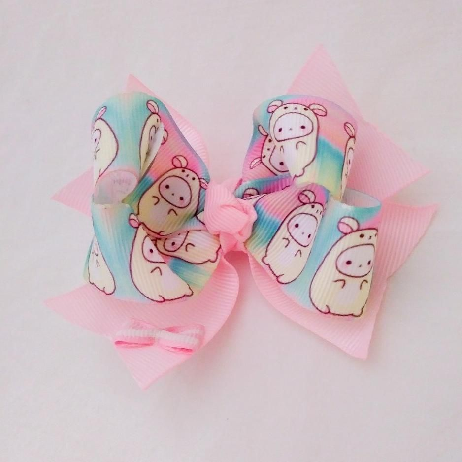 This Bow Has An Attached Alligator Clip And It S Approximately 4 Inches Made With A Cartoon Print Ribbon And Pastel Colors Bows Cartoon Hair Printed Ribbon