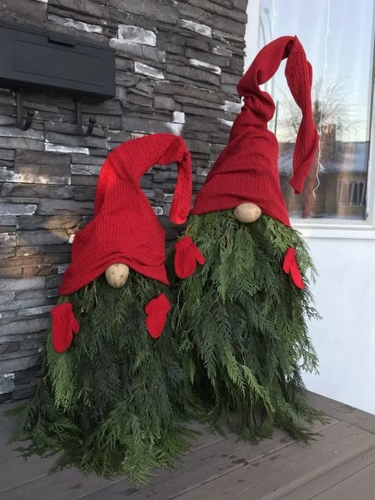 22 Awesome Outdoor Christmas Decorations For A Winter Wonderland Diy Christmas Decorations Easy Easy Christmas Decorations Christmas Decorations Diy Outdoor