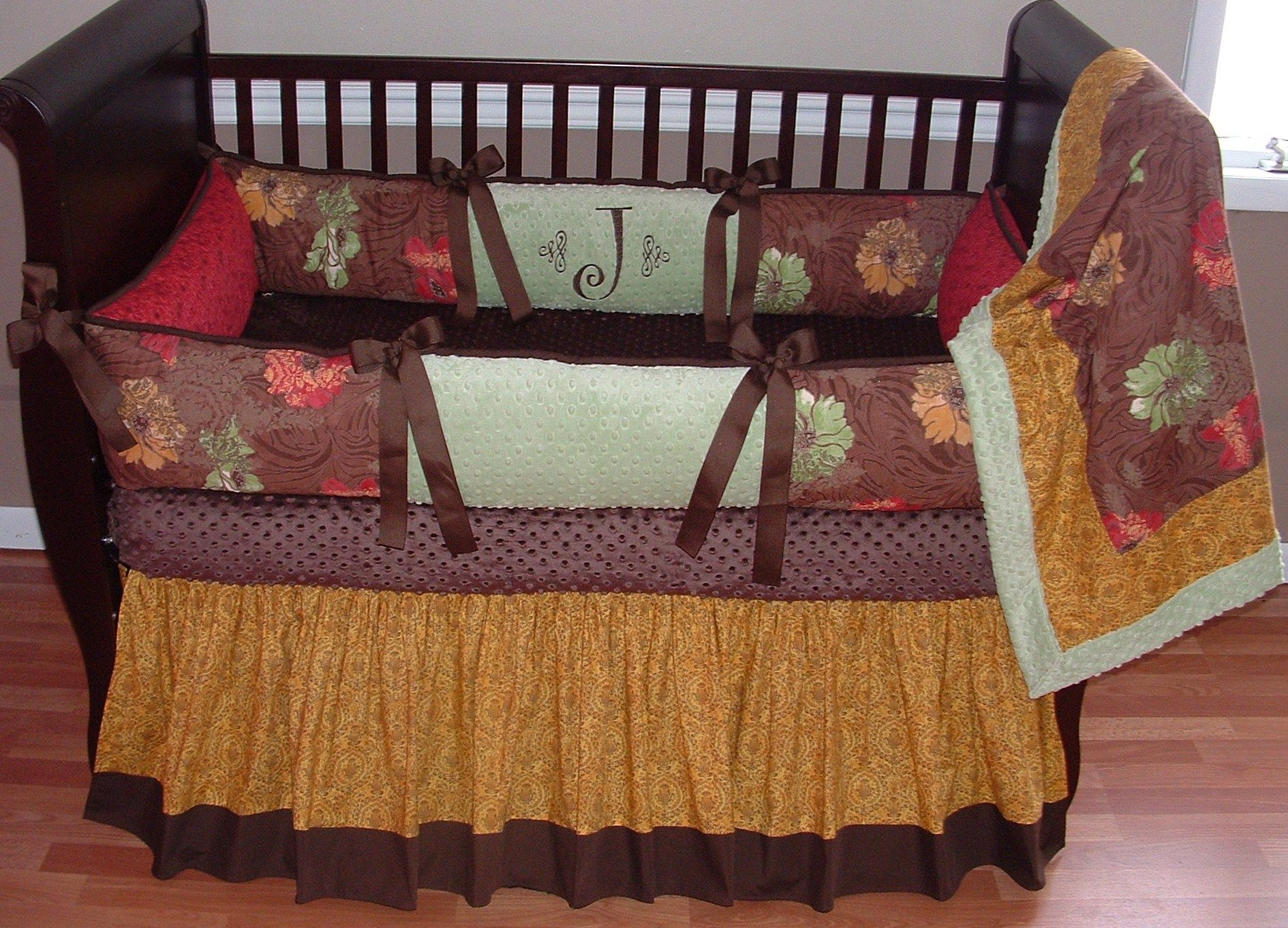 Janna Baby Bedding Included in this set is the bumper ...