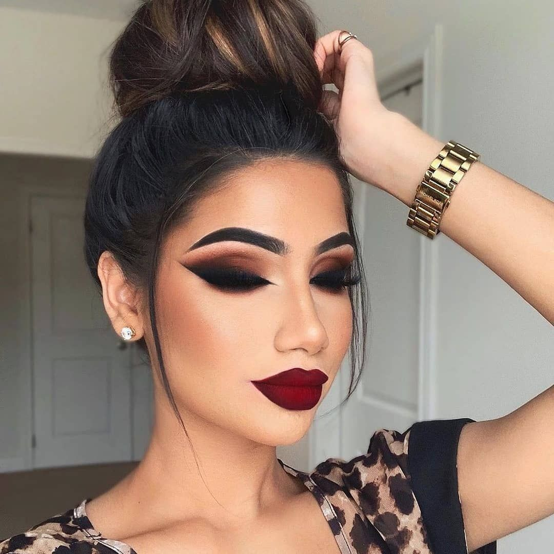 Beautiful Dark Makeup With Dark Brown And Black Smokey Eyes And