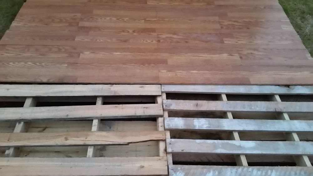Diy pallet basketball court pallets hacks and basketball for Pallet outdoor flooring