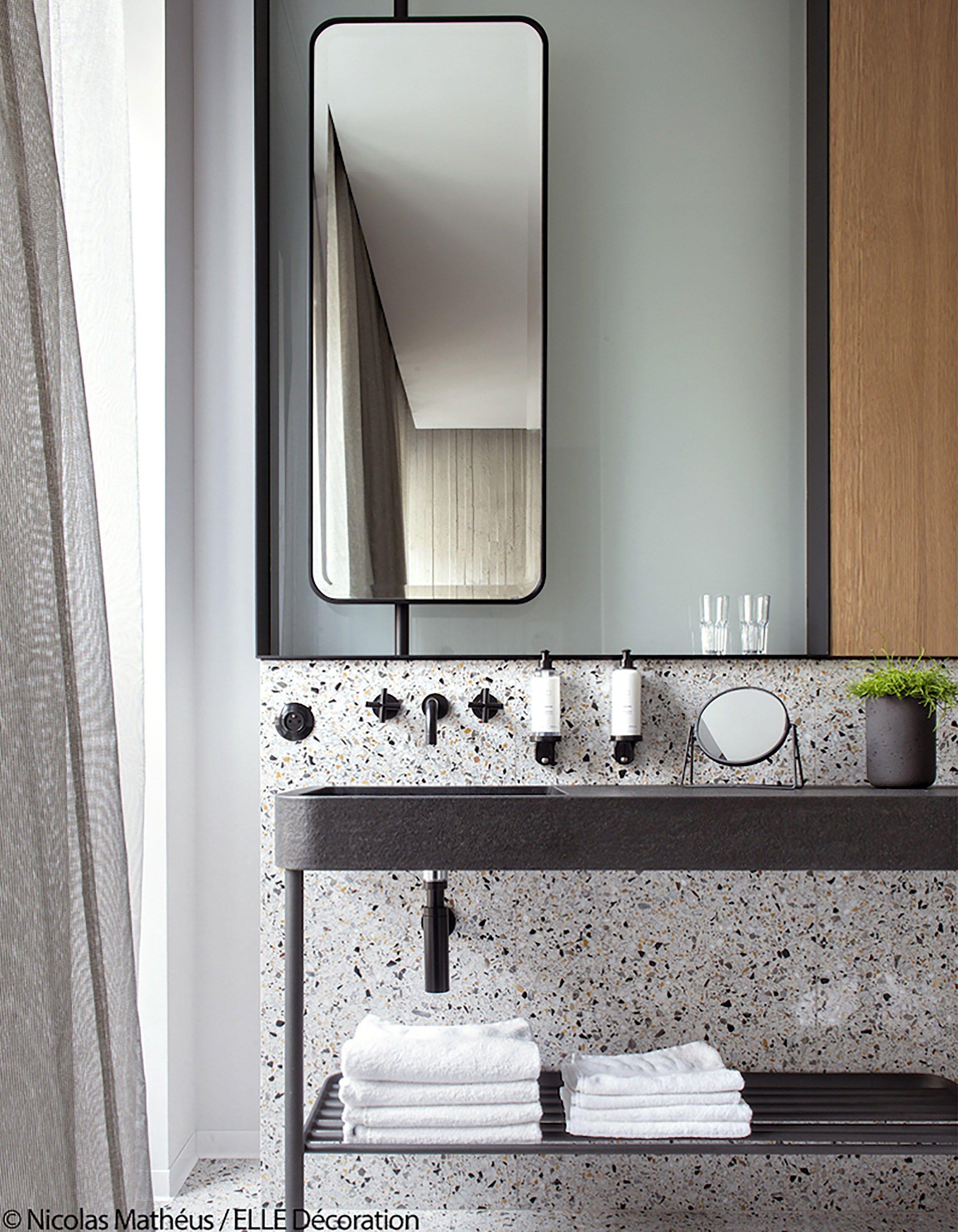 17 Fresh Inspiring Bathroom Mirror Ideas To Shake Up Your Morning Lipstick Routine Modern Bathroom Mirrors Bathroom Mirror Minimalist Bathroom