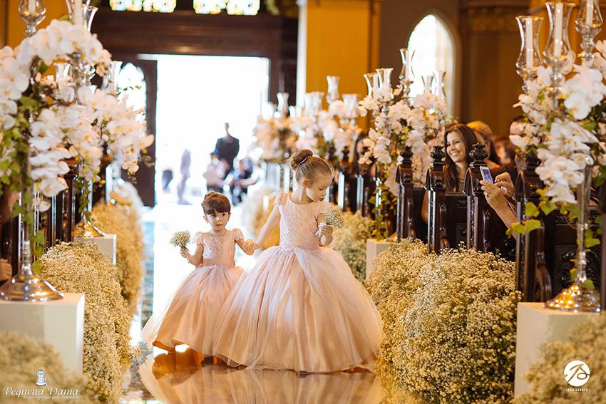 Vestidos para Daminhas: 18 Modelos para você se inspirar | Blog Site da Noiva - Vestido Pequena Dama | Foto: João Soares