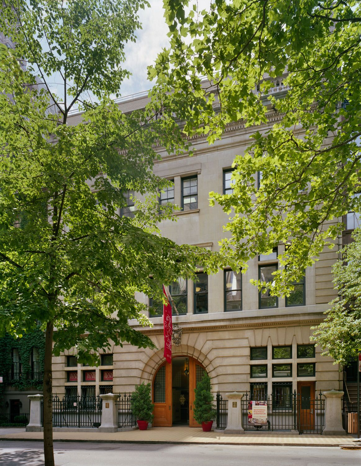 undergraduate classes are held at nysid 39 s 70th street