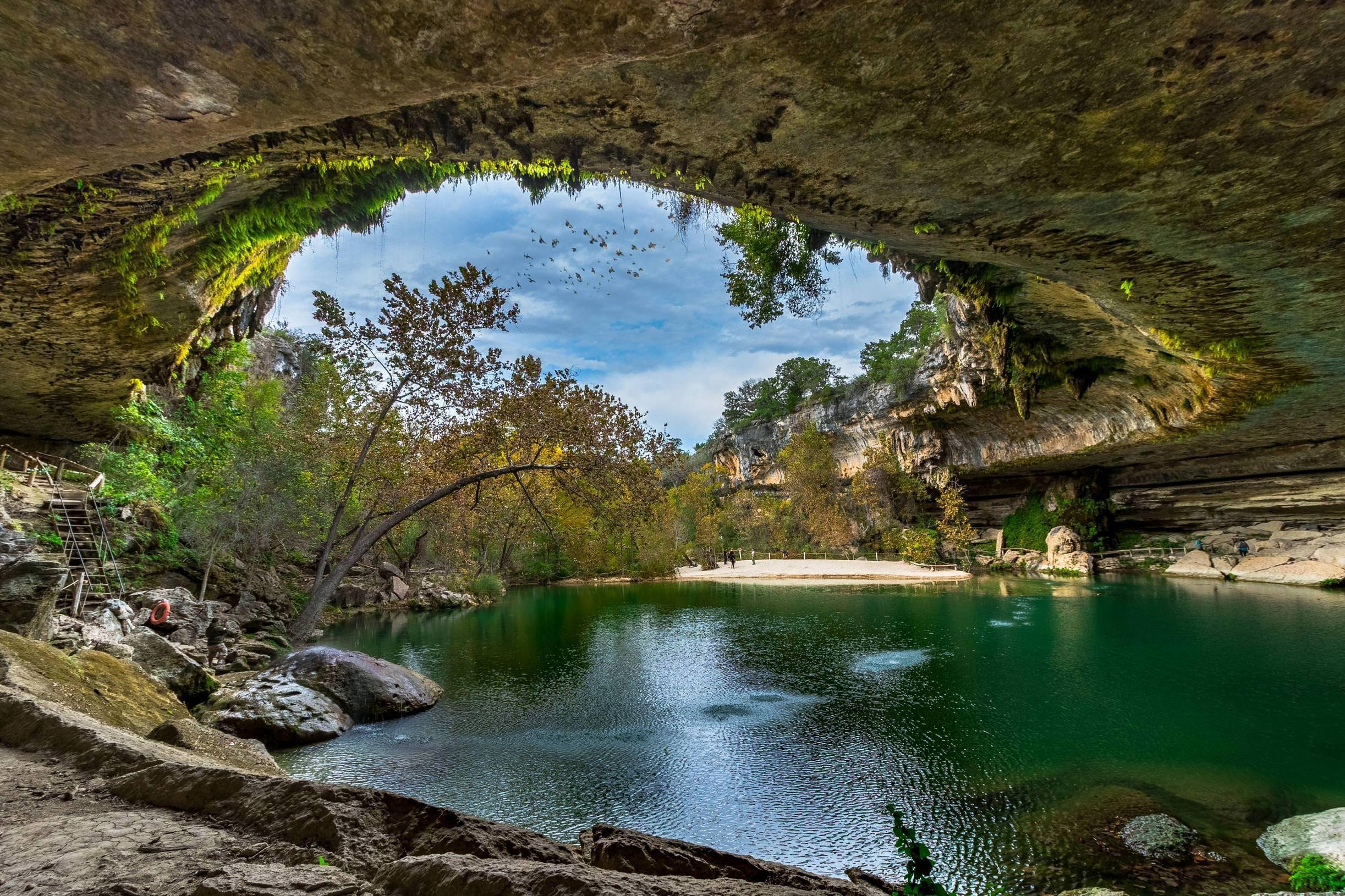 Hamilton Pool near Austin, Texas looks otherworldly [OC