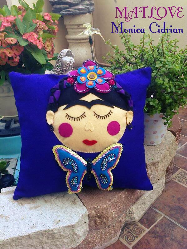 Cojin Frida The Girl | Almohada de fieltro, Manualidades de