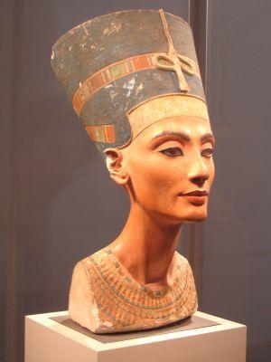 Los Secretos Del Primer Color Artificial De La Historia Busto De Nefertiti Arte Del Antiguo Egipto Reina Egipcia