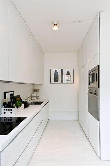 La cuisine adopte la couleur blanche   Cuisine étroite, Peintures ...