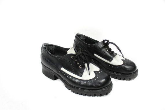 Vintage Oxford shoes, Lace up shoes, Black shoes, white shoes, Platform shoes, Vegan Leather Womens shoes, Faux leather / EUR 36 Usa 5 UK 3