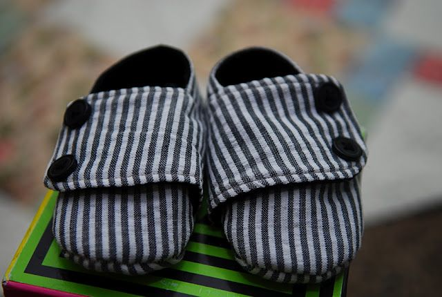 50d52b6b0d2e5 This is a free pattern & tutorial for baby boy shoes, but I so want ...
