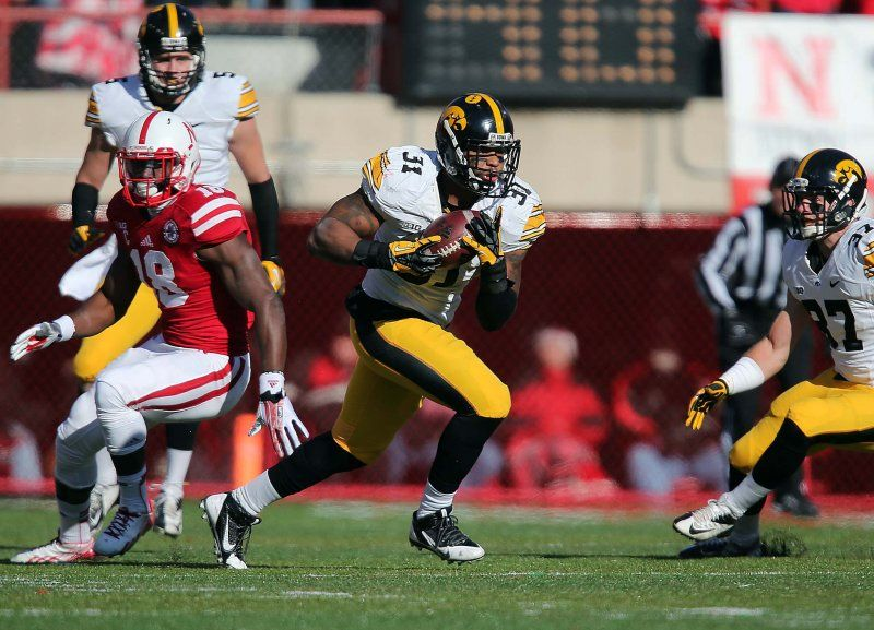 Iowa linebacker Anthony Hitchens intercepts a pass in the