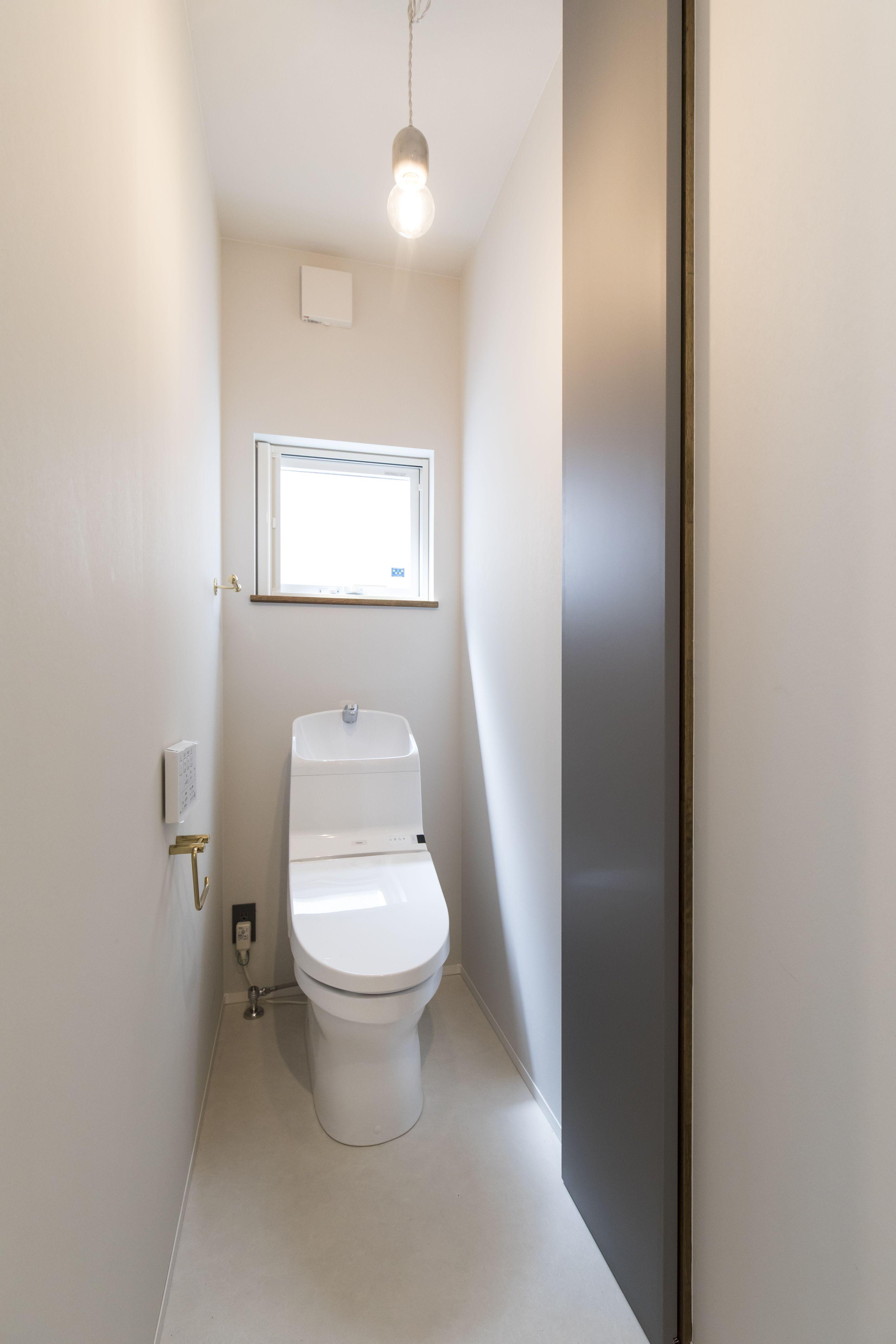 ハイドア収納で収納力抜群のトイレ 施工事例 Bino Bino播磨 中塚組 トイレ トイレ収納 収納 ハイドア 可動棚