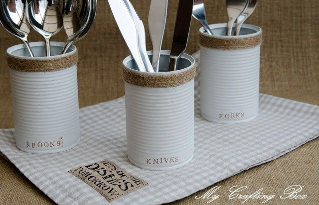 Keep your cutlery organised with these lovely recycled cans, the perfect gadget to get a super cutekitchen! It is very easy, you just need few supplies: paint, rope and some food cans. There is no…
