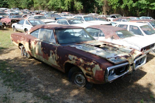 Dodge Magnum For Sale Near Me >> 1970 Dodge Super Bee | Junkyard cars, Cars near me, Abandoned cars