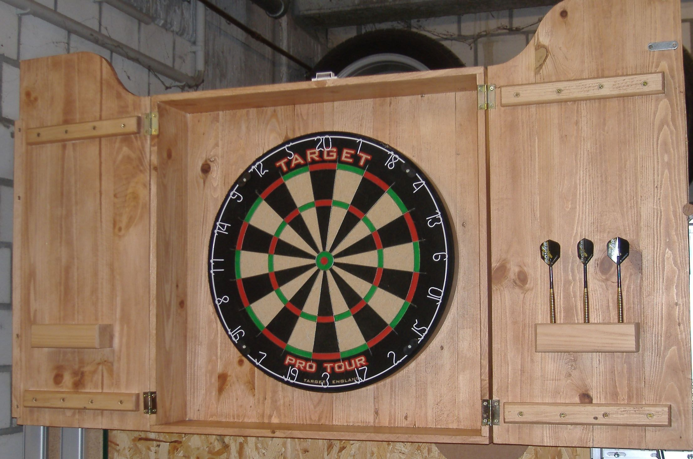 Dartboardschrank Aus Palettenholz Bauanleitung Zum Selber Bauen Palettenholz Bauen Mit Holz Palette