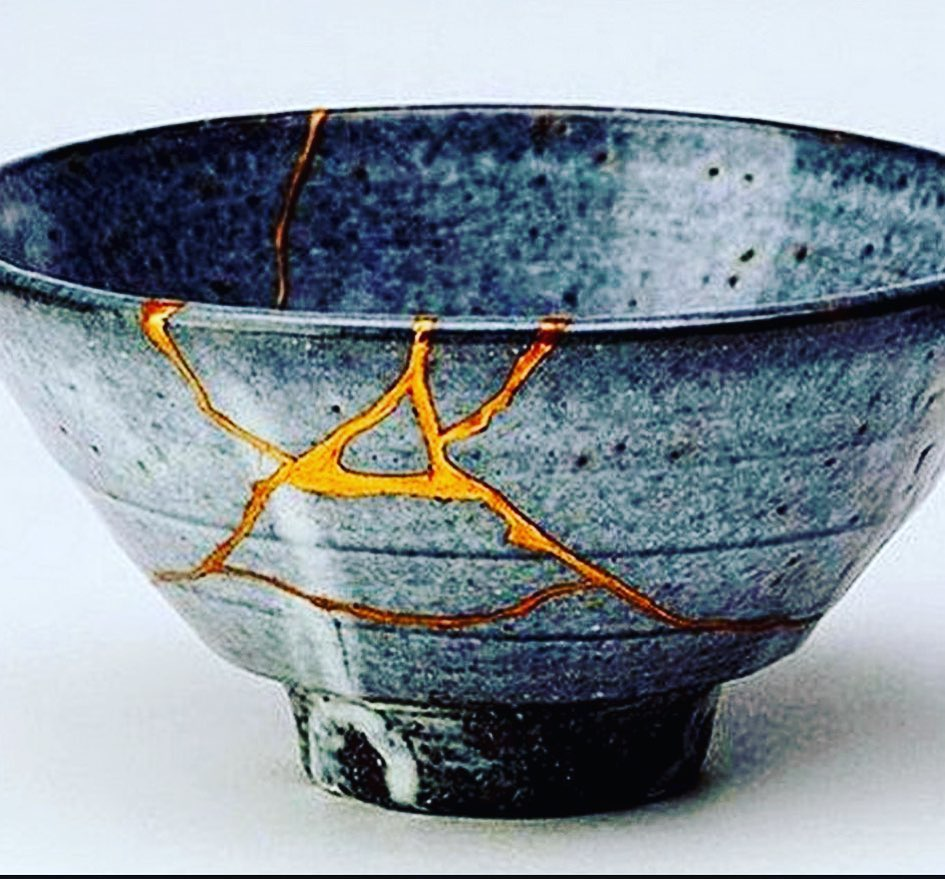 Kintsukuroi is the Japanese art of repairing broken pottery with lacquer  mixed with gold or silver. The idea is that… | Japanese gold repair,  Kintsugi art, Kintsugi