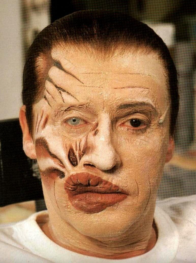 Michael Crawford en plena sessió de maquillatge.