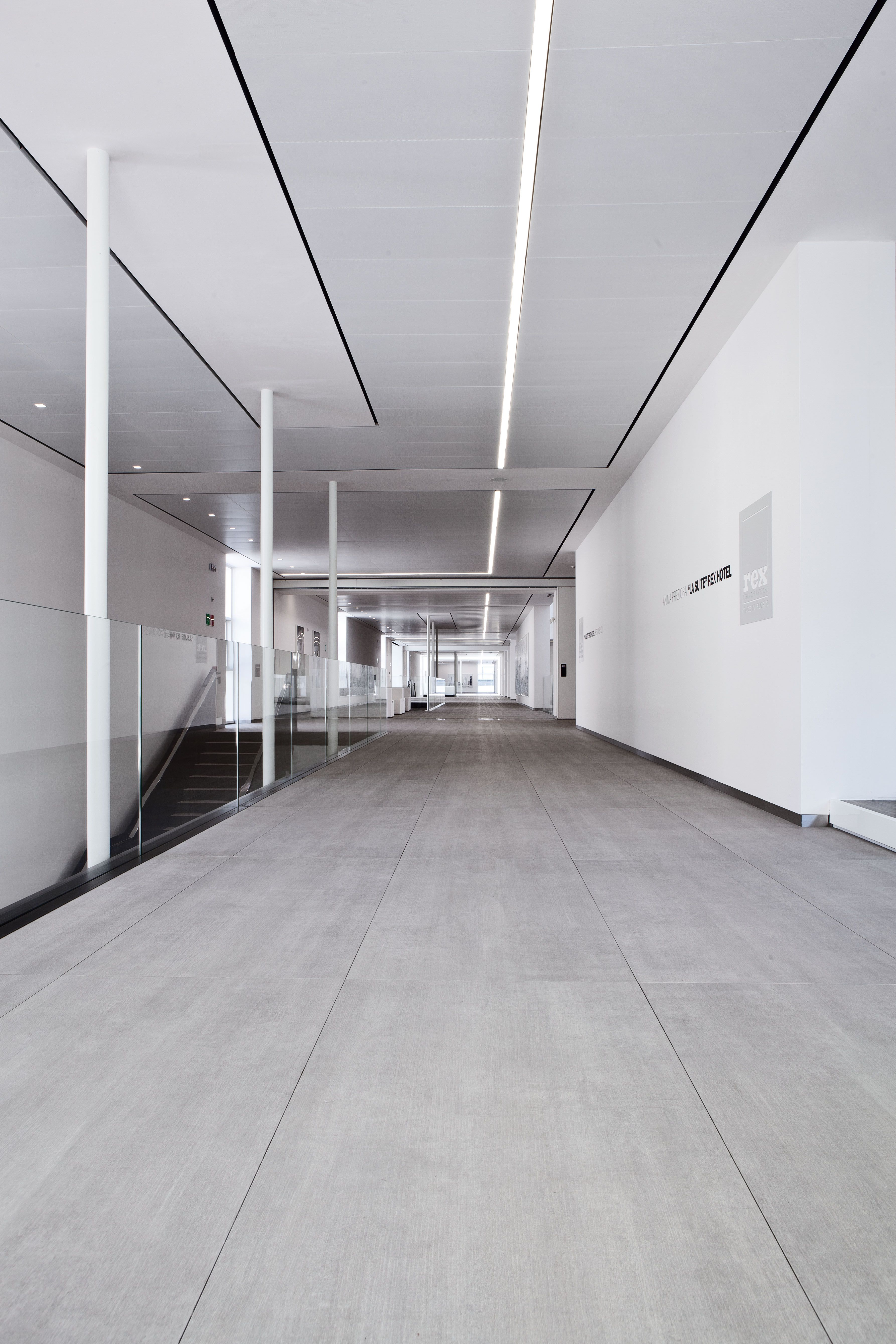 Wel e to Florim Gallery Florim GALLERY is a 9 000 m2 multifunctional space designed as a versatile container of product exhibition and events
