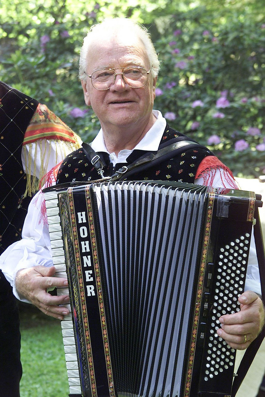 V današnji oddaji Na narodni farmi se bomo spomnili Slavka Avsenika, legende slovenske narodnozabavne glasbe. Oddajo o Slavku Avseniku je pripravil Dejan Raj.
